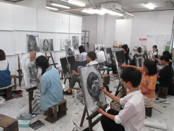 夏期講習会始まる。 油絵科の様子